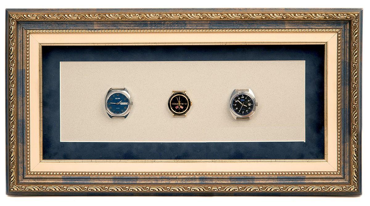 Коллекционные часы в пластиковом багете, паспарту, слип, стекло