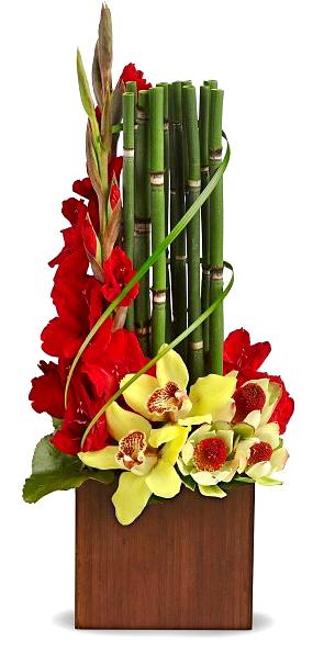 Композиция с бамбуком  игладиолусом